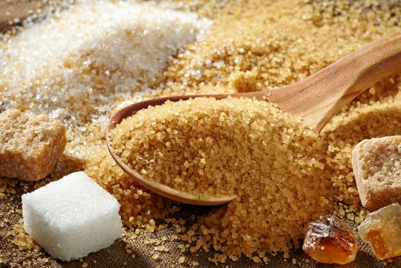 Польза коричневого сахара в отличие от белого